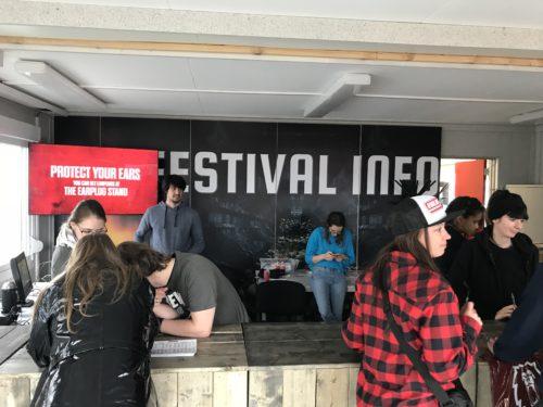 graspop-metal-meeting-gmm-festival-modulair-wand-systeem-frameworks-dessel-printed-wall-festival-info-shop