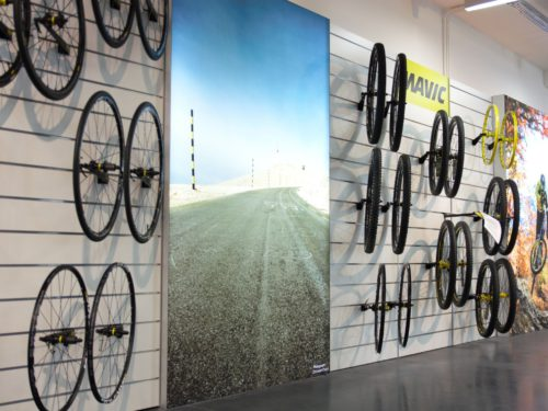 showroom-lightbox-codagex-event-branding-expert-frameworks-product-wall